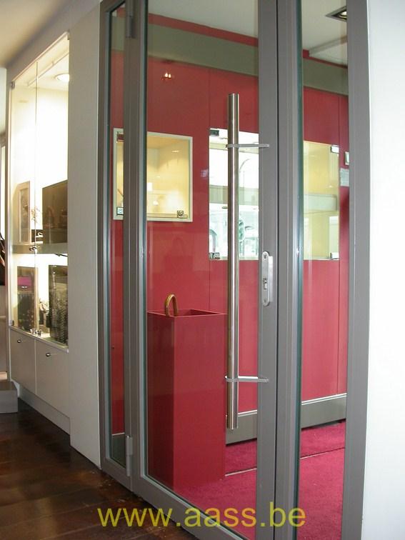 Installation d'une porte en acier