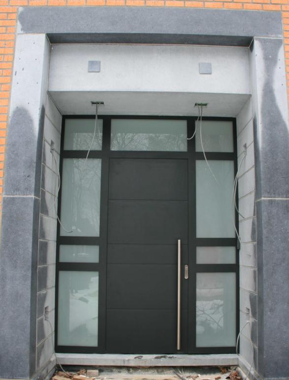 Menuiserie métallique sur une entrée