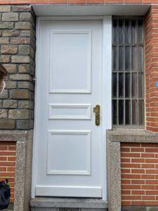 Porte FICHET Styléa blanche extérieur + moulures
